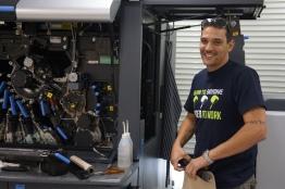 To keep the HP Indigo 7600 at peak performance, Jaron performs regular technical adjustments.